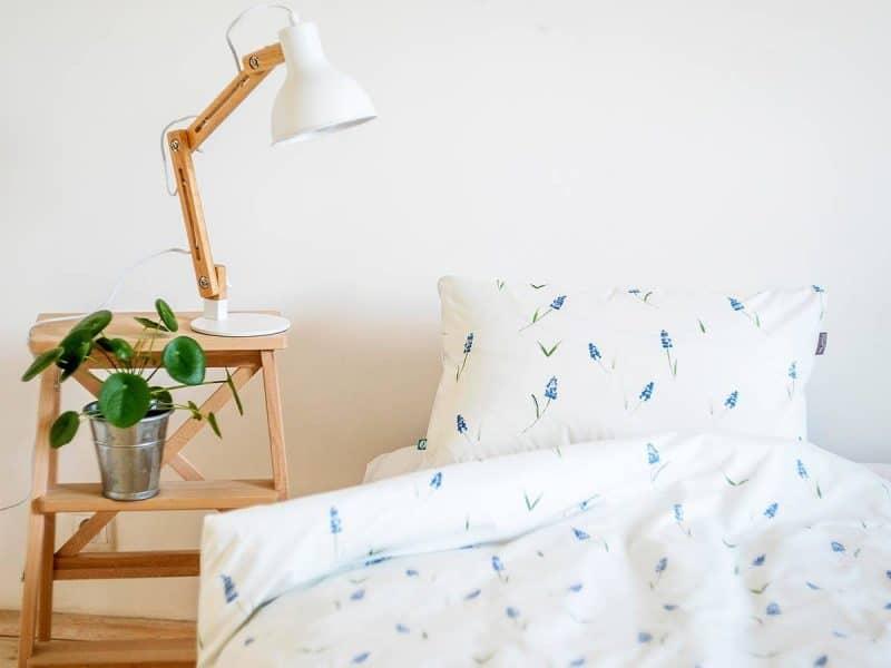 pościel szafirki MUMLA styl rustykalny w sypialni lampy do sypialni