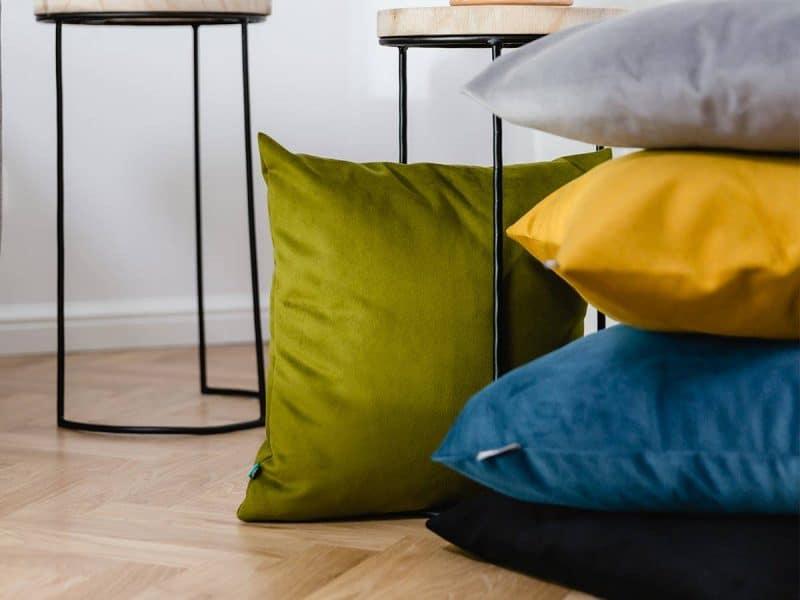poduszka-dekoracyjna---WELUR---MUMLA---001 Styl industrialny w sypialni